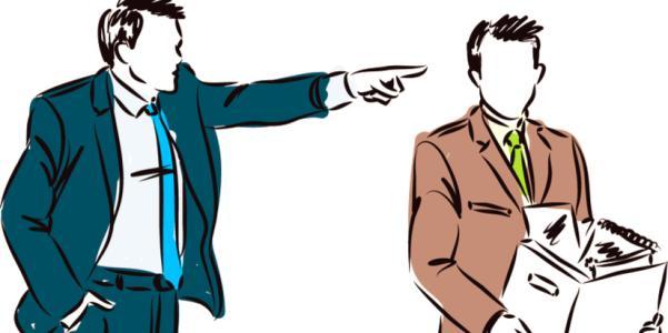 La Sentencia del Tribunal Constitucional ha caído como un jarro de agua fría a Sindicatos y a trabajadores sobre todo del sector privado. Pero, ¿qué es lo que ha producido este revuelo social? Esta pregunta se puede contestar afirmativamente desde la Reforma Laboral del 2012. Claro que te pueden despedir estando de baja, reconociendo el despido como IMPROCEDENTE, es decir, la empresa reconoce que te está despidiendo sin una causa objetiva o disciplinaria, y paga un despido penalizado con la improcedencia. Otra cosa es que como trabajadores acudamos a los Tribunales para que nos reconozcan ese despido como nulo, para que la empresa nos readmita con los mismos derechos que teníamos antes del despido si ganamos judicialmente. Ósea que hasta este punto no hay ninguna novedad. La novedad de esta sentencia es que se ha declarado el despido PROCEDENTE y también es la primera vez que una cuestión así llega al TRIBUNAL CONSTITUCIONAL. La sentencia es una aviso a navegantes en toda regla, debido al absentismo laboral que hay y que va cada vez en aumento. Pero, ¿por qué declara el despido como procedente? Pues lo declara debido a la reforma laboral y al artículo 52 que tantos quebraderos de cabeza nos trae. El artículo 52 (apartado d) del Estatuto de los Trabajadores, que permite el despido objetivo (con indemnización de 20 días por año trabajado) si el empleado falta a su puesto el 20% de los días hábiles en un periodo de dos meses consecutivos, siempre que el total de faltas en los doce meses anteriores alcance el 5% de las jornadas hábiles, o el 25% en cuatro meses discontinuos. Y eso, aunque esas bajas estén justificadas y sean intermitentes. Según el cómputo del Estatuto y tomando 21 días como jornadas hábiles en un mes, las bajas durante dos meses consecutivos deberían ser como máximo de 8,6 días hábiles de un total de 42. A estas ausencias habría que añadir otras 11 jornadas en el último año, es decir, a partir de 20 días de bajas intermitentes y justificadas durante 14